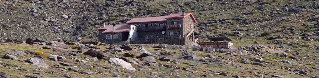 Situado a 2.500 metros en Sierra Nevada, nos ofrece un lugar estratégico para subir al pico Mulhacén, el techo de la Península Ibérica