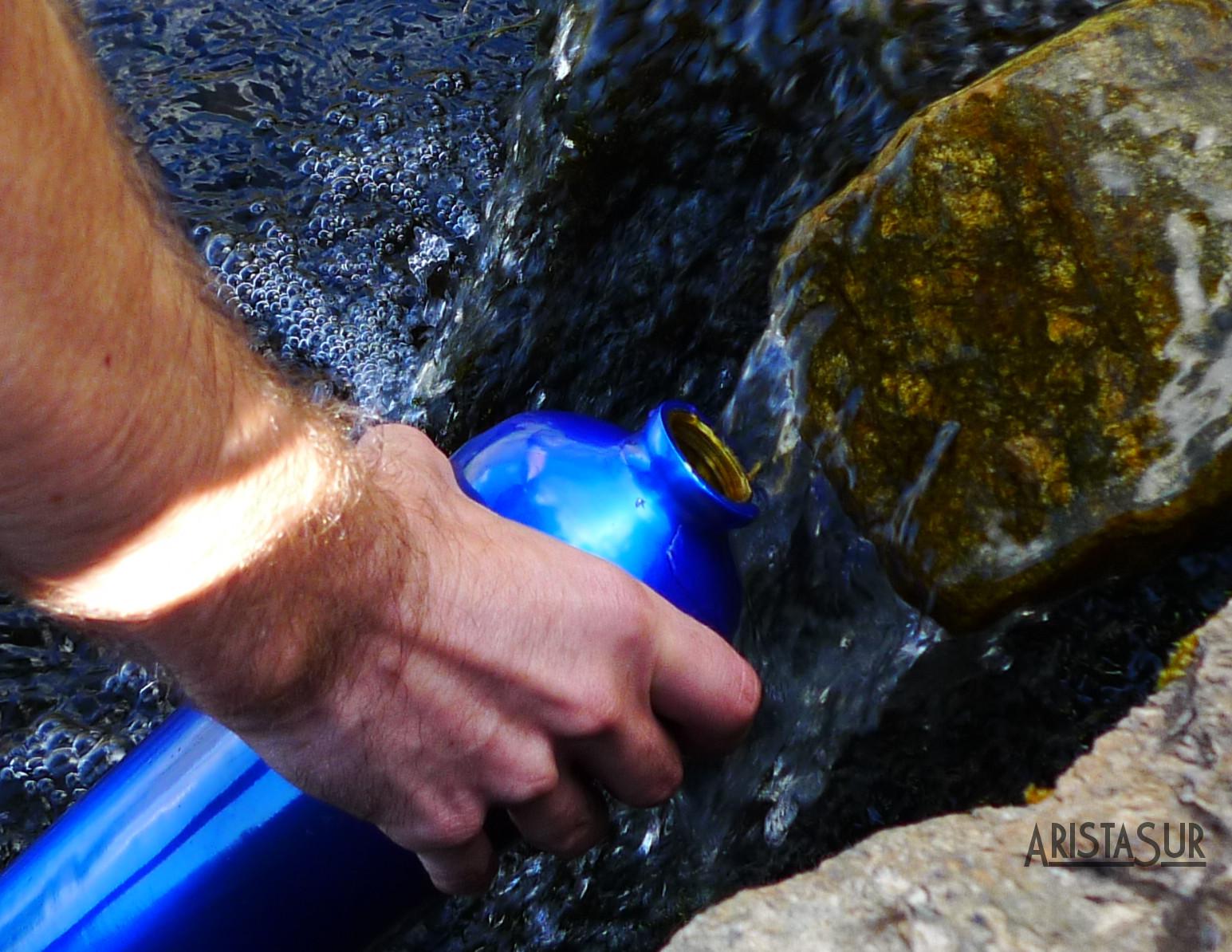 Cómo recoger, purificar y potabilizar agua en la montaña